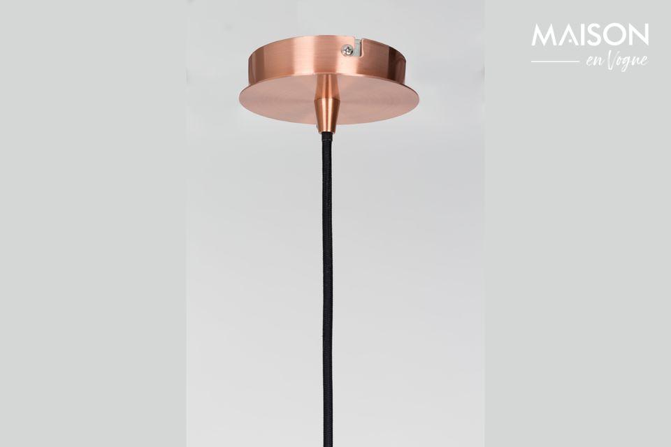 Die sphärische Form seines metallischen Farbtons hat die Eleganz eines Kupfertons