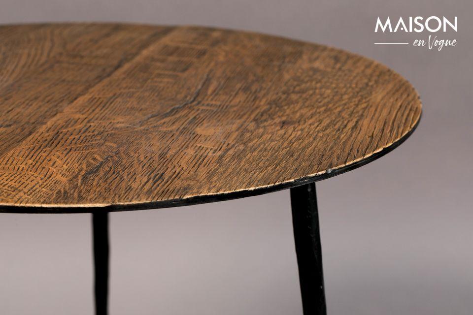 Die schönen Eichenrippen verleihen diesem Tisch ein sehr angenehmes natürliches Aussehen
