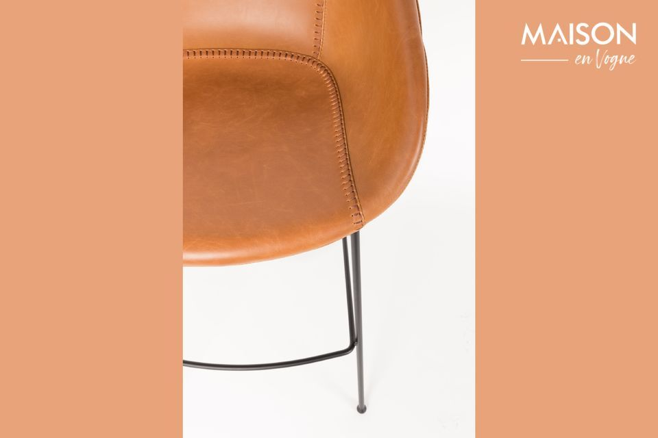 Dieser Stuhl kann bis zu 100 kg tragen