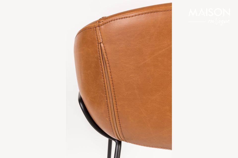 Sein Design erlaubt es, den Hocker mit den gewünschten Dekorationen zu kombinieren