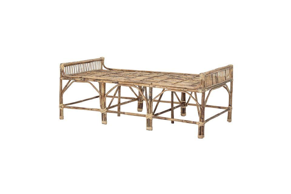 Vervollständigen Sie die nüchterne und universelle Ästhetik dieser Holzbank