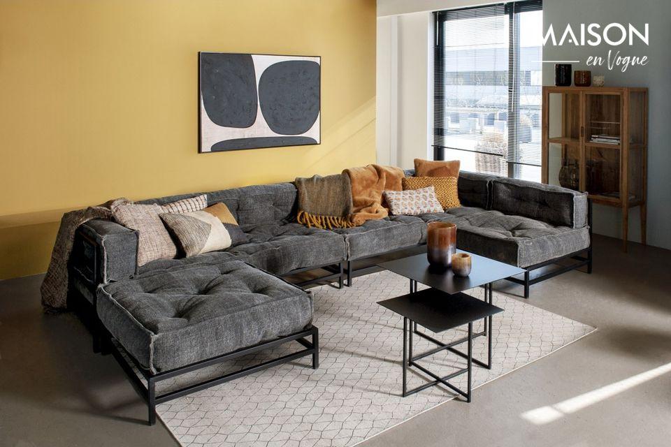 Eingebettet in der Ecke einer Couch