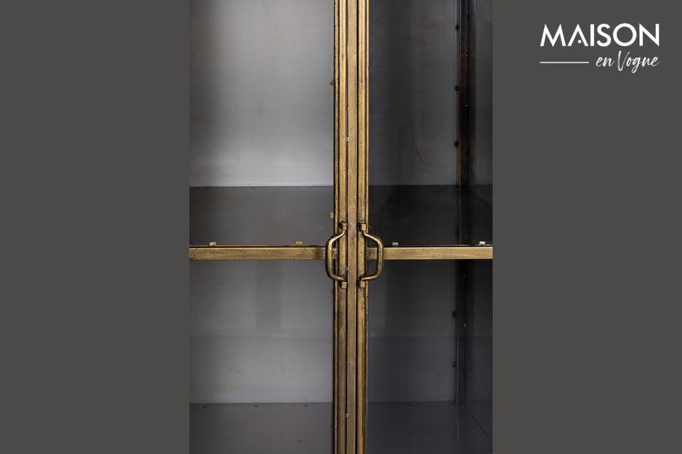 Die vier Regale werden durch eine doppelte transparente Glastür mit Magnetverschluss geschlossen