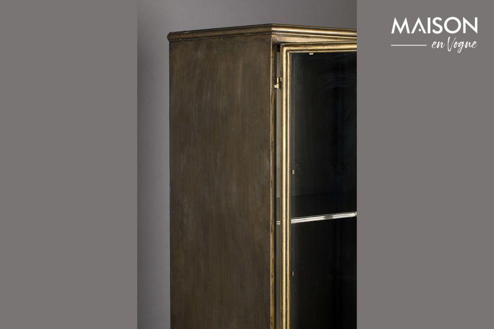 Der Rahmen ist aus goldlackiertem Metall