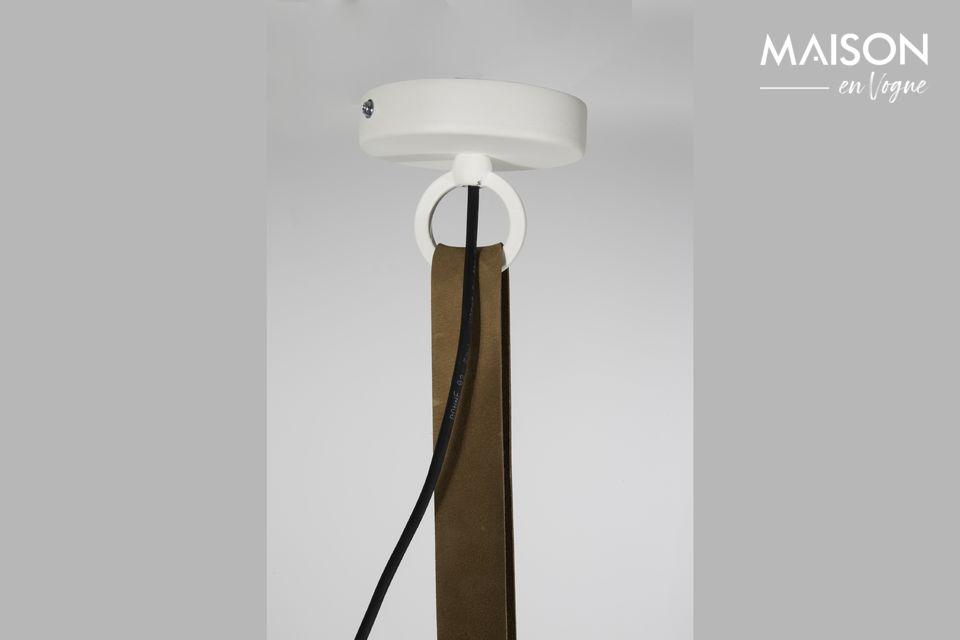 In langen Räumen können mehrere identische Kleiderbügel installiert werden