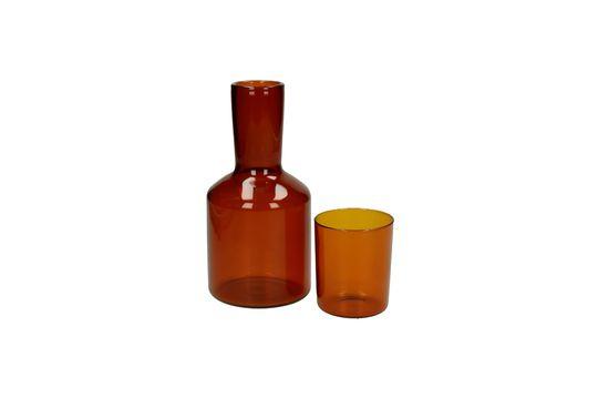 Karaffe und Glas Lasi ohne jede Grenze