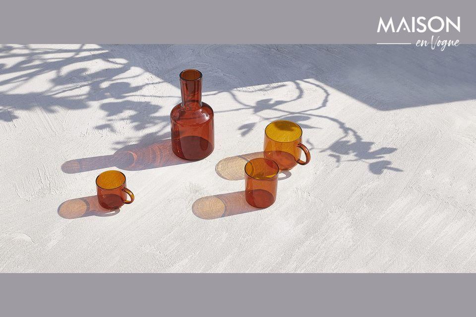 Ein Satz moderner und raffinierter Karaffen- und Glaswaren