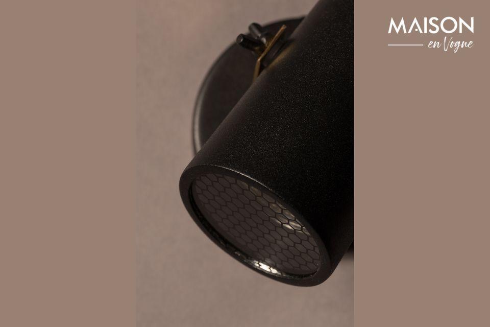 Mit seinem schwarz lackierten Stahlschirm und der Messinghalterung bietet der Scope-1 Dtw-Projektor
