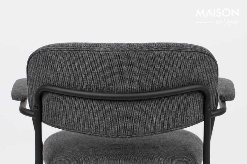 Sein Design ist zeitlos mit einem schwarz pulverbeschichteten Stahlrahmen und einem schönen