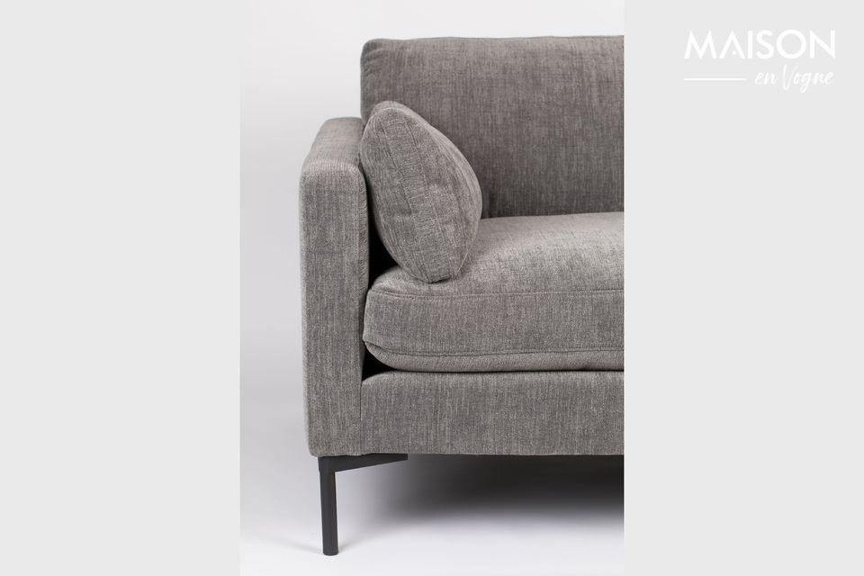 Dieser breite Stuhl ist für eine oder zwei Personen gedacht