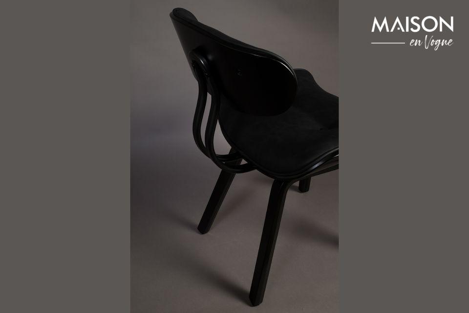 Inspiriert von den 50er Jahren, hat dieser Lounge-Sessel eine sattelförmige Sitzfläche