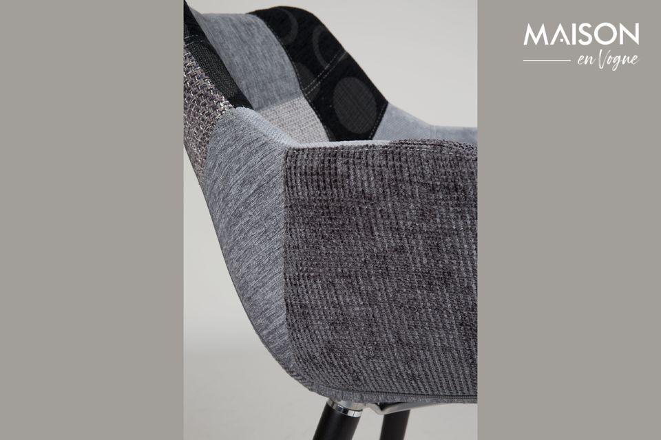 Dieser mit dichtem Schaumstoff gepolsterte Sitz bietet eine perfekte Mischung aus Komfort und Stil