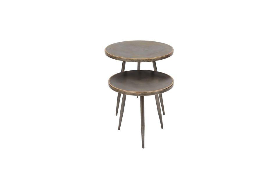 Ein geneigtes Stativ und eine runde Platte verleihen diesen Möbelstücken ein nüchternes Aussehen