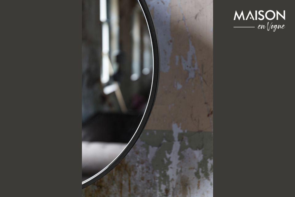 Attractive Mirror ist in verschiedenen Größen und Farben erhältlich