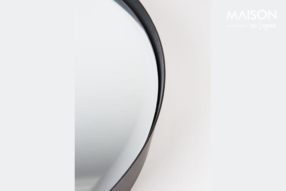 Mit seinem großen Durchmesser besticht der Spiegel Raj in M durch seine Funktionalität und sein