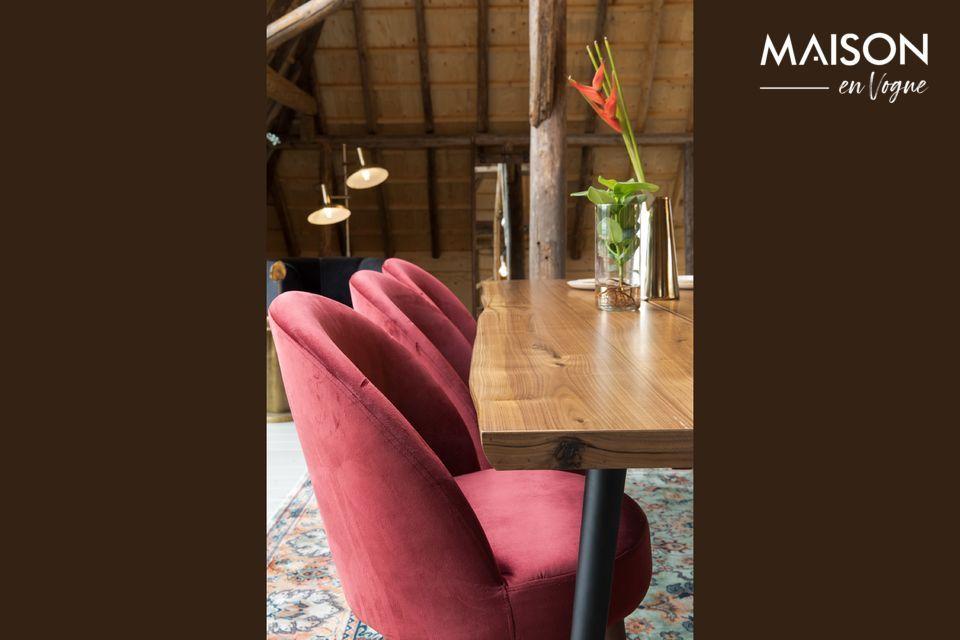 Sehr schöner Stuhl aus rotem Samt