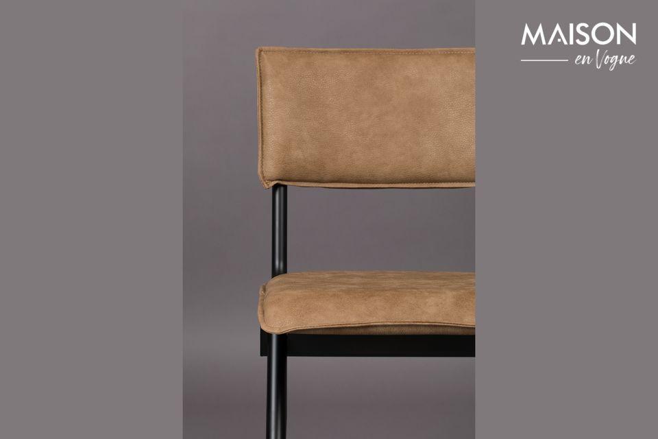 Ein nüchterner und zeitloser Look, der einen guten Sitzplatz bietet, perfekt um einen Tisch herum