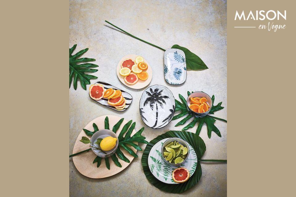 Dieser mit einer handbemalten Palme verzierte Porzellan-Suppenteller besticht durch seine grafischen