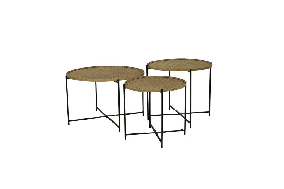 Er kann an eine Metallstruktur angepasst werden, um zu einer abnehmbaren Tischplatte zu werden