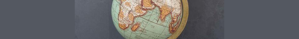 Materialbeschreibung Weltkarte Riverie mit Vintage Holzbasis